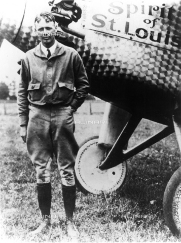 GBB-F-002489-0000 - 1927, NEW YORK, USA : The american aviator hero Charles Augustus LINDBERGH (Detroit 1902 - Maui Isle, Hawai 1974) with the SPIRIT OF SAINT LOUIS before the fly New York - Paris without stop - © ARCHIVIO GBB / Archivi Alinari