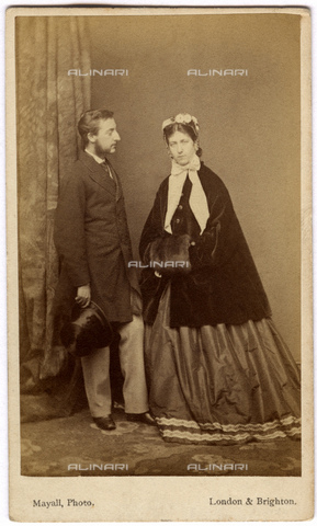GBB-F-003680-0000 - 1863 ca, London, GREAT BRITAIN : The future King EDWARD VII (1841 - 1910) son of Queen Victoria of England (1819 - 1901) with the joung wife ALEXANDRA of DENMARK (1844 - 1925) Schleswig-Holstein-Sonderburg-Glà¼cksburg. - © ARCHIVIO GBB / Archivi Alinari