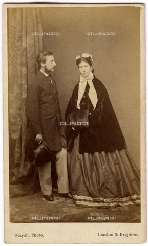 GBB-F-003680-0000 - 1863 ca, London, GREAT BRITAIN : The future King EDWARD VII (1841 - 1910) son of Queen Victoria of England (1819 - 1901) with the joung wife ALEXANDRA of DENMARK (1844 - 1925) Schleswig-Holstein-Sonderburg-Glà¼cksburg. - © ARCHIVIO GBB / Archivi Alinari