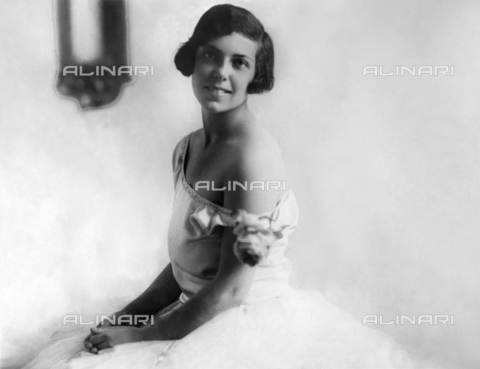 GBB-F-004300-0000 - 1922, Rome, ITALY : The american heiress BLANCHE VOGEL (New York 1906 - Roma 1989), daughter of rich jewish Blanche Bessie SIEGEL (Chicago 1877 - 1950) and Frank Edward VOGEL (Germany 1858 - New York 1914) Vicepresident of Fourteenth Store and Simpson-Crawford Co.. The young Blanche Vogel was educated in England and France and came out in Rome (Italy) like socialite debutant when her mother Blanche married in 1921 the italian marquis GEROLAMO SOMMI PICENARDI di Calvatone (Cremona 1869 - 1926). In october 1930 married the count ANTONIO MARTINI CROTTI (La Spezia 1899 - Roma 1989) and became naturalized italian with name of countesse BLANCHE (usually named BIANCA) MARTINI CROTTI. The couple have 3 daughters (the 2nd Bianca Alessandra born in 1937, married in 1966 Henry William SAGE Junior). Blanche and housband Antonio dead the same day 31 may 1989 in Rome. - © ARCHIVIO GBB / Archivi Alinari