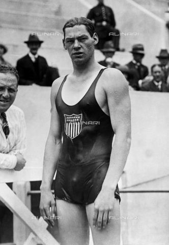 GBB-F-004301-0000 - 1924, PARIS, FRANCE : The celebrated swimmer and movie actor JOHNNY WEISSMULLER (Chicago 1904 - Acapulco, Mexico 1984) at the Olympics in 1924. From 1933 the famous actor in TARZAN, THE APE MAN by W. S. Van Dyke. Before her TARZAN role was 5 times Olimpian champion for swimming (3 golden medals in Paris 1924 and 2 in Amsterdam 1928), for 51 times world records of his category - © ARCHIVIO GBB / Archivi Alinari