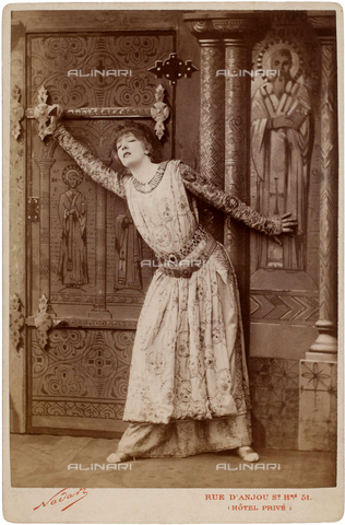 GBB-F-004962-0000 - 1894, PARIS, FRANCE : The french most celebrated theatre actress SARAH BERNHARDT (1844 - 1923) as the EMPRESS THEODORA in THEODORA by VICTORIEN SARDOU - © ARCHIVIO GBB / Archivi Alinari
