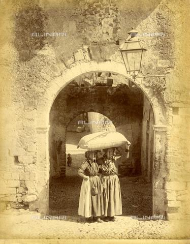 GBB-F-005656-0000 - 1875 ca, IMPERIA, ITALY : SANREMO - SAN REMO, the Hight Old Town. - © ARCHIVIO GBB / Archivi Alinari