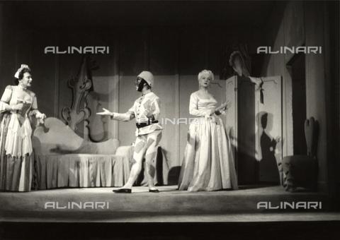GBB-F-007408-0000 - 1953-1954, MILANO, ITALY: The venetian playwright CARLO GOLDONI (1707-1793) LA VEDOVA SCALTRA, Season 1953-1954 of PICCOLO TEATRO, direction by GIORGIO STREHLER, music by FABIO CARPI, Décor by the painter FABRIZIO CLERICI, costumes by painter LEONOR FINI. In this scene: (from left) CESARINA GHERALDI, MARCELLO MORETTI as Arlecchino and LAURA ADANI - © ARCHIVIO GBB / Archivi Alinari