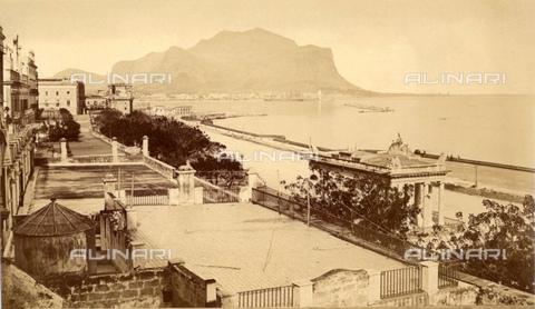 GBB-F-007926-0000 - 1880 ca, PALERMO, ITALY: The FORO ITALICO (o Passeggiata della Marina, unthil the year 1861 named Foro Borbonico o Foro Siciliano) and the Monte PELLEGRINO. - © ARCHIVIO GBB / Archivi Alinari