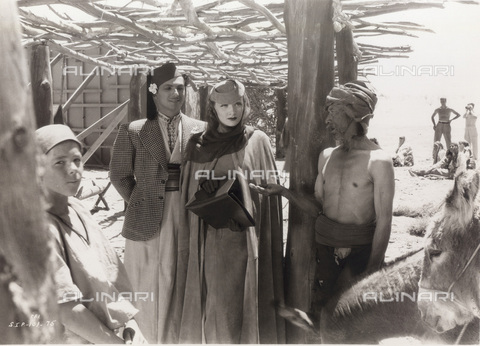 GBB-F-007986-0000 - 1936, USA: The actress MARLENE DIETRICH, pubblicity still for the movie THE GARDEN OF ALLAH (Il giardino dell'oblio) by Richard Boleslavski - © ARCHIVIO GBB / Archivi Alinari
