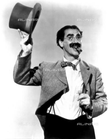 GBB-F-007990-0000 - 1939 , USA: GROUCHO MARX (1895-1977) of The Marx Brothers, pubblicity still for the movie AT THE CIRCUS (Tre pazzi a zonzo) by Edward Buzzell. - © ARCHIVIO GBB / Archivi Alinari