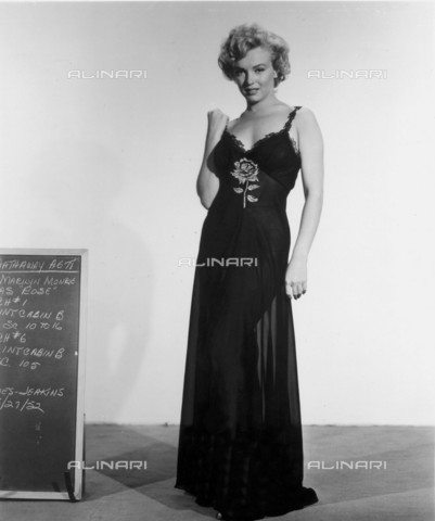 GBB-F-007999-0000 - 1952, USA: The actress MARILYN MONROE (1926-1962) costume test for the movie NIAGARA (1953) by Henry Hathaway, 20Th Century Fox - © ARCHIVIO GBB / Archivi Alinari