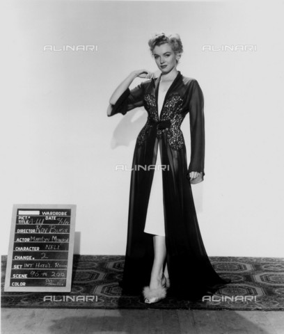 GBB-F-008002-0000 - 1952 , USA: The actress MARILYN MONROE (1926-1962) costume test for the movie DON' T BOTHER TO KNOCK (La tua bocca brucia) by Roy Baker, 20Th Century Fox - © ARCHIVIO GBB / Archivi Alinari