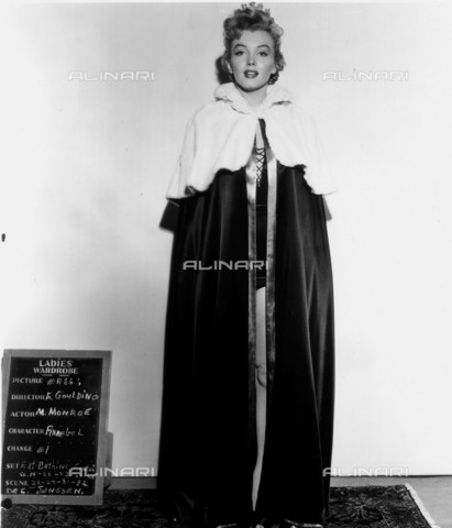GBB-F-008004-0000 - 1951, USA: The acress MARILYN MONROE (1926-1962) costume test for the movie WE' RE NOT MARRIED (1953-Matrimoni a sorpresa) by Edmund Goulding, 20Th Century Fox - © ARCHIVIO GBB / Archivi Alinari