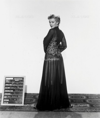 GBB-F-008005-0000 - 1952, USA: The actress MARILYN MONROE (1926-1962) costume test for the movie DON'T BOTHER TO KNOCK (La tua bocca brucia) by Roy Baker - © ARCHIVIO GBB / Archivi Alinari