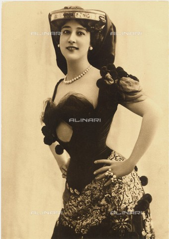 GBB-F-008006-0000 - 1890 c, FRANCE: La Belle OTERO (born Augustina Carasson Otero, 1868-France 1965), most celebrated Belle Epoque dancer and singer (already Opera singer in Cavalleria Rusticana by Mascagni and Carmen by Bizet), from 1892 at Folies-Bergére, démi-mondaine et scandalous mistress - © ARCHIVIO GBB / Archivi Alinari