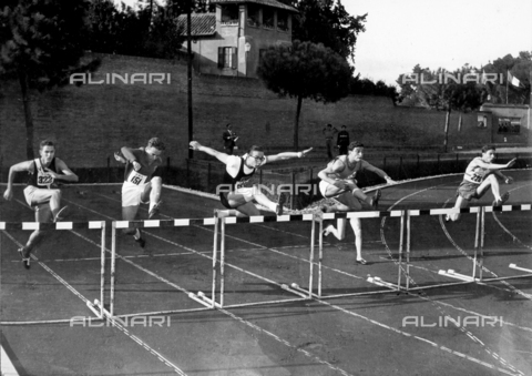 GCQ-A-003401-0036 - The ceremonies and games called by the Centro Sportivo Italiano: a scene of the hurdle competition
