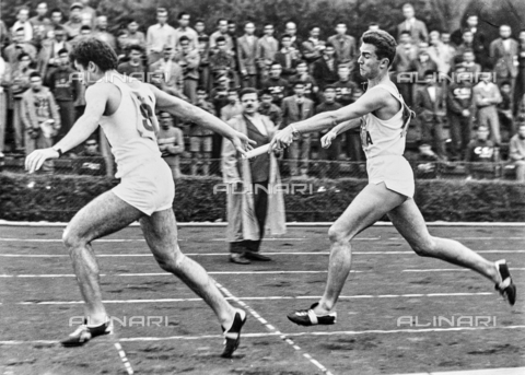 GCQ-A-003401-0043 - Relay racers, passing off the baton