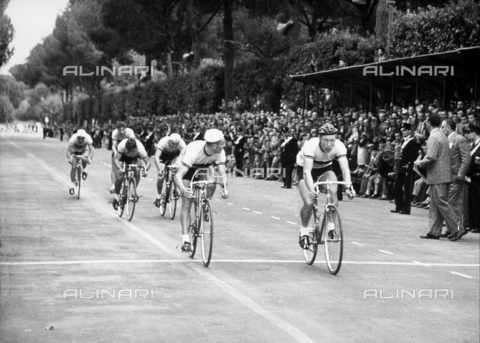 GCQ-A-003401-0045 - Cycling competition; on the left, several spectators