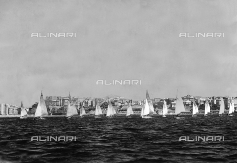 GCQ-A-003403-0099 - Fifth Centennial of the birth of Christopher Columbus - Colombiadi Sportive in Genoa: two sail boats during the national sailing competitions organized by the Club Nautico Sampierdanese