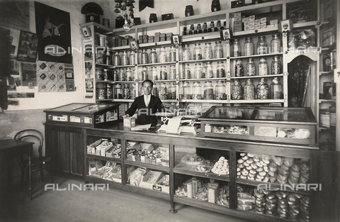 "GCQ-A-009340-0023 - Activities of Italians Abroad. ""Merchants and Industrialists of Minas and Goyaz"" in Brazil. Domenico Adami's sweets store, ""La bomboniera"""