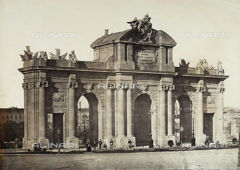GCQ-F-003938-0000 - Puert de Alcala, Plaza de la Indipendencia, Madrid, Spain. The square was built by Francesco Sabatini, and embellished with sculptures by Francisco Gutierrez and Roberto Muchel - Date of photography: 1920-1930 ca. - Fratelli Alinari Museum Collections, Florence