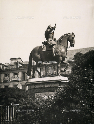 GCQ-F-003939-0000 - Equestrian statue of Philip III, begun by Giambologna and finished by Pietro Tacco, Plaza Mayor, Madrid, Spain - Date of photography: 1920-1930 ca. - Fratelli Alinari Museum Collections, Florence