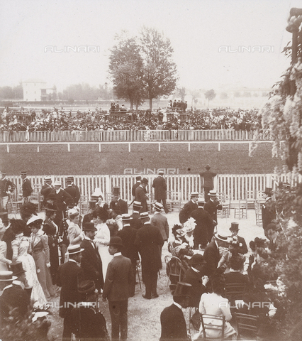 GLQ-F-001826-0000 - Spectators at the races at San Siro, May 1899