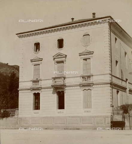 """GLQ-F-122560-0000 - """"The facade of the Villa Gobbetti rented for the season of the Baroness Clementina de Hierschel dè Minerbi"""" - Date of photography: 08/09/1903 - Fratelli Alinari Museum Collections, Florence"""