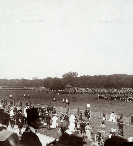 GLQ-F-124991-0000 - The horse-race at the Auteil Racetrack in Paris, on the day of the Grande Course des Haies
