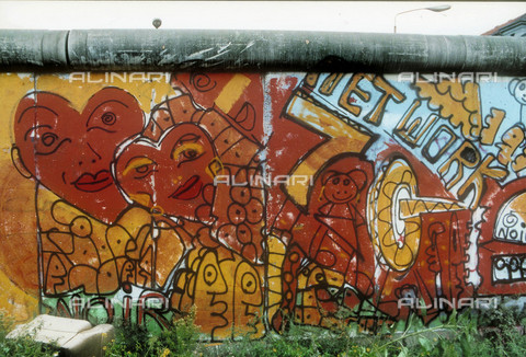 GRA-F-000002-0000 - Hearts, Graffiti & Wall Art on the Berlin Wall that fell down beginning from the night of 9th November 1989 - Data dello scatto: 1987 - Francesco and Alessandro Alacevich / Gremese Archive/Alinari Archives