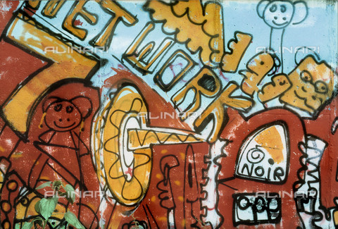 GRA-F-000005-0000 - Writing, Graffiti & Wall Art on the Berlin Wall that fell down beginning from the night of 9th November 1989 - Data dello scatto: 1987 - Francesco and Alessandro Alacevich / Gremese Archive/Alinari Archives