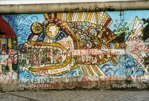 GRA-F-000008-0000 - Fish, Graffiti & Wall Art on the Berlin Wall that fell down beginning from the night of 9th November 1989 - Data dello scatto: 1987 - Francesco and Alessandro Alacevich / Gremese Archive/Alinari Archives