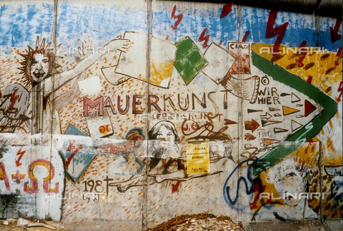 GRA-F-000013-0000 - Writing, Graffiti & Wall Art on the Berlin Wall that fell down beginning from the night of 9th November 1989 - Data dello scatto: 1987 - Francesco and Alessandro Alacevich / Gremese Archive/Alinari Archives