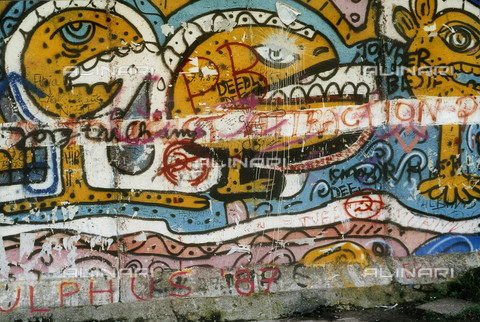 GRA-F-000016-0000 - Faces and writings, Graffiti & Wall Art on the Berlin Wall that fell down beginning from the night of 9th November 1989 - Data dello scatto: 1987 - Francesco and Alessandro Alacevich / Gremese Archive/Alinari Archives