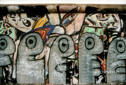 GRA-F-000017-0000 - Figures, Graffiti & Wall Art on the Berlin Wall that fell down beginning from the night of 9th November 1989 - Data dello scatto: 1987 - Francesco and Alessandro Alacevich / Gremese Archive/Alinari Archives