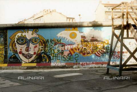 GRA-F-000020-0000 - Clown, Graffiti & Wall Art on the Berlin Wall that fell down beginning from the night of 9th November 1989 - Data dello scatto: 1987 - Francesco and Alessandro Alacevich / Gremese Archive/Alinari Archives
