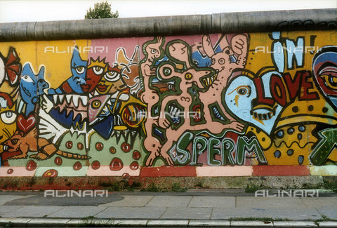 GRA-F-000023-0000 - Animals, Graffiti & Wall Art on the Berlin Wall that fell down beginning from the night of 9th November 1989 - Data dello scatto: 1987 - Francesco and Alessandro Alacevich / Gremese Archive/Alinari Archives