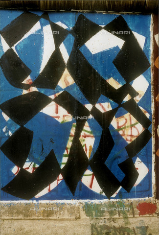 GRA-F-000031-0000 - Forme astratte, Graffiti & Wall Art sul Muro di Berlino, abbattuto a partire dalla notte del 9 Novembre del 1989 - Data dello scatto: 1987 - Gremese Archivio/Archivi Alinari, Francesco e Alessandro Alacevich
