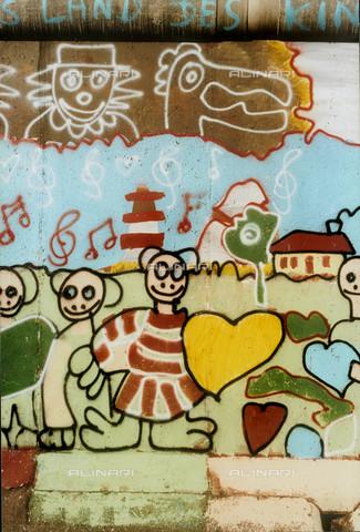 GRA-F-000038-0000 - Figure e fiori, Graffiti & Wall Art sul Muro di Berlino, abbattuto a partire dalla notte del 9 Novembre del 1989 - Data dello scatto: 1987 - Gremese Archivio/Archivi Alinari, Francesco e Alessandro Alacevich