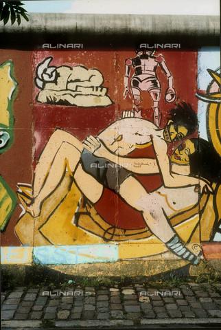 GRA-F-000040-0000 - Corpi umani, opera di Michael Gremenz e Thierry Noir. Graffiti & Wall Art sul Muro di Berlino, abbattuto a partire dalla notte del 9 Novembre del 1989 - Data dello scatto: 1987 - Gremese Archivio/Archivi Alinari, Francesco e Alessandro Alacevich