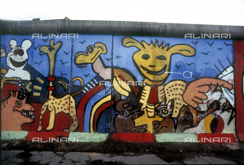 GRA-F-000050-0000 - Animali, opera di Christophe Bouchet e Thierry Noir. Graffiti & Wall Art sul Muro di Berlino, abbattuto a partire dalla notte del 9 Novembre del 1989 - Data dello scatto: 1987 - Gremese Archivio/Archivi Alinari, Francesco e Alessandro Alacevich