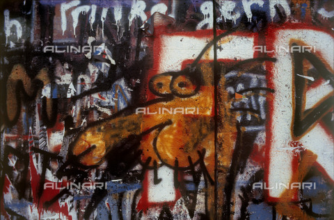 GRA-F-000053-0000 - Graffiti & Wall Art on the Berlin Wall that fell down beginning from the night of 9th November 1989 - Data dello scatto: 1987 - Francesco and Alessandro Alacevich / Gremese Archive/Alinari Archives