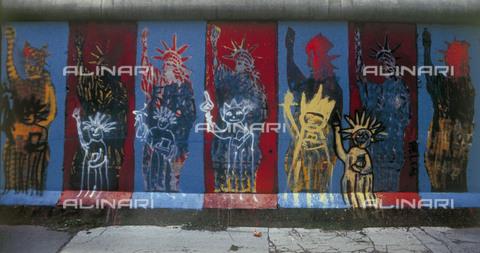 GRA-F-000054-0000 - La Statua della Libertà, Graffiti & Wall Art sul Muro di Berlino, abbattuto a partire dalla notte del 9 Novembre del 1989 - Data dello scatto: 1987 - Gremese Archivio/Archivi Alinari, Francesco e Alessandro Alacevich