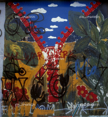 GRA-F-000059-0000 - A zip, Graffiti & Wall Art on the Berlin Wall that fell down beginning from the night of 9th November 1989 - Data dello scatto: 1987 - Francesco and Alessandro Alacevich / Gremese Archive/Alinari Archives