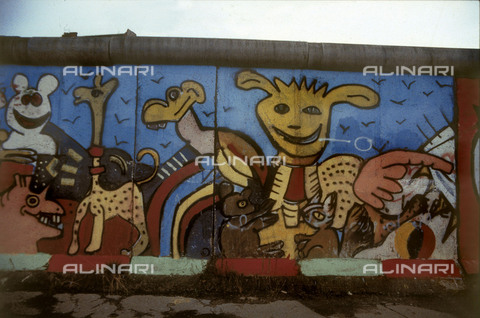 GRA-F-000067-0000 - Animals, artwork by Christophe Bouchet and Thierry Noir. Graffiti & Wall Art on the Berlin Wall that fell down beginning from the night of 9th November 1989 - Data dello scatto: 1987 - Francesco and Alessandro Alacevich / Gremese Archive/Alinari Archives