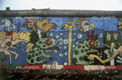 GRA-F-000074-0000 - Animals, artwork attributable to Christophe Bouchet and Thierry Noir. Graffiti & Wall Art on the Berlin Wall that fell down beginning from the night of 9th November 1989 - Data dello scatto: 1987 - Francesco and Alessandro Alacevich / Gremese Archive/Alinari Archives