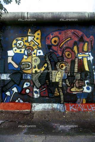 GRA-F-000078-0000 - Animal forms, Graffiti & Wall Art on the Berlin Wall that fell down beginning from the night of 9th November 1989 - Data dello scatto: 1987 - Francesco and Alessandro Alacevich / Gremese Archive/Alinari Archives
