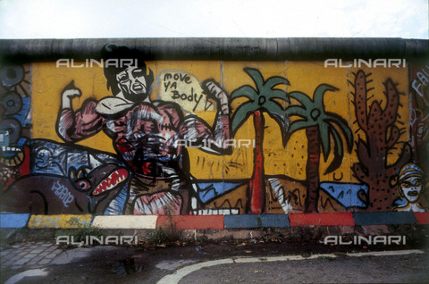 GRA-F-000079-0000 - Male muscular figure, artwork by Christophe Bouchet, Michael Gremenz and Thierry Noir. Graffiti & Wall Art on the Berlin Wall that fell down beginning from the night of 9th November 1989 - Data dello scatto: 1987 - Francesco and Alessandro Alacevich / Gremese Archive/Alinari Archives
