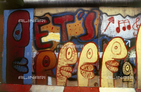 """GRA-F-000082-0000 - Text """"Pet's"""", Graffiti & Wall Art on the Berlin Wall that fell down beginning from the night of 9th November 1989 - Data dello scatto: 1987 - Francesco and Alessandro Alacevich / Gremese Archive/Alinari Archives"""