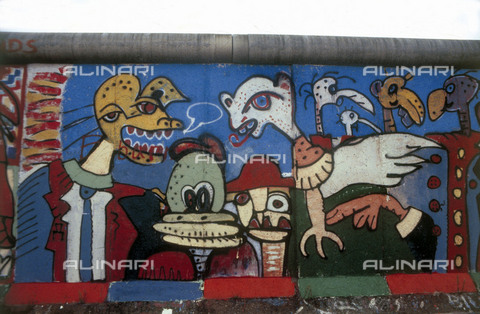 GRA-F-000083-0000 - Animals, artwork attributable to Christophe Bouchet and Thierry Noir. Graffiti & Wall Art on the Berlin Wall that fell down beginning from the night of 9th November 1989 - Data dello scatto: 1987 - Francesco and Alessandro Alacevich / Gremese Archive/Alinari Archives