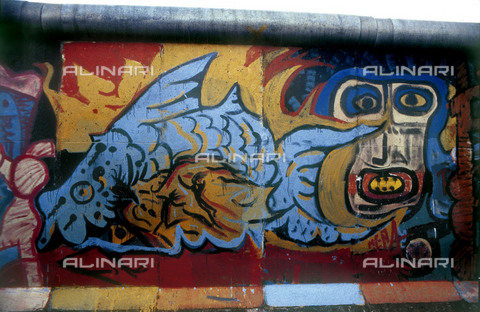 GRA-F-000084-0000 - Fisch, Graffiti & Wall Art on the Berlin Wall that fell down beginning from the night of 9th November 1989 - Data dello scatto: 1987 - Francesco and Alessandro Alacevich / Gremese Archive/Alinari Archives