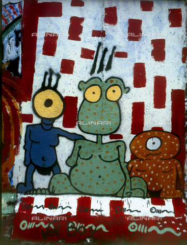 GRA-F-000087-0000 - Strange characters, Graffiti & Wall Art on the Berlin Wall that fell down beginning from the night of 9th November 1989 - Data dello scatto: 1987 - Francesco and Alessandro Alacevich / Gremese Archive/Alinari Archives