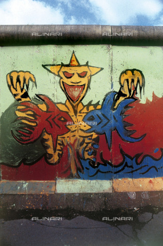 GRA-F-000092-0000 - Monster and fishes, Graffiti & Wall Art on the Berlin Wall that fell down beginning from the night of 9th November 1989 - Data dello scatto: 1987 - Francesco and Alessandro Alacevich / Gremese Archive/Alinari Archives